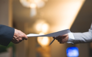 handing document with expert witness information